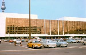 Palast_der_Republik_01_june_1977[1]