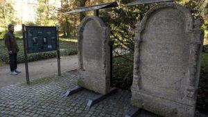 879345-jewish-cemetery[1]